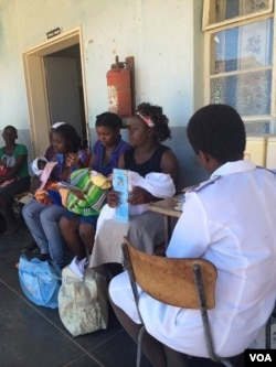 Mothers line up with their children for treatment at Bikita Rural District Hospital about 500 kilometers south of Harare. (Sebastian Mhofu for VOA)