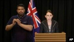 La primera ministra de Nueva Zelanda, Jacinda Ardern, dijo que la población podrá entregar sus armas bajo una amnistía mientras las autoridades desarrollan un sistema formal de recompra.