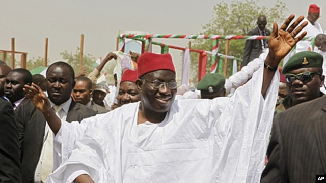 Nigerian President Goodluck Jonathan waves to the crowd on arrival at a campaign rally in Kano, northern Nigeria, March 16, 2011