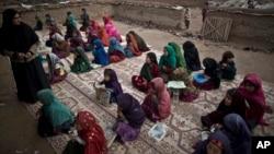 مقامات ولایت ننگرهار می گویند که طالبان خواستار رهایی زندانیان شان شده اند