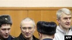 Российские и американские эксперты о приговоре Ходорковскому и Лебедеву