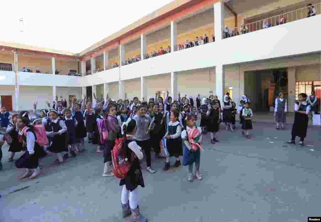 بازگشت کودکان شهر قیاره عراق به مدرسه بعد از آزادی شهر از دست داعش