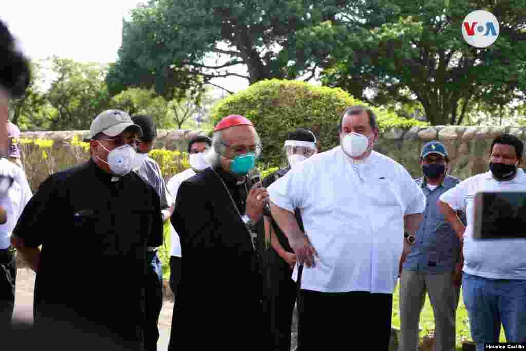 """Como un """"acto terrorista y planificado"""" catalogó el cardenal Leopoldo Brenes lo ocurrido este viernes en Managua. [Foto: Houston Castillo/VOA]"""