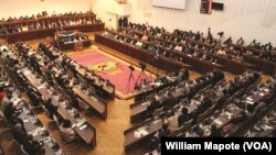 Adiamento da revisão constitucional em debate em Moçambique