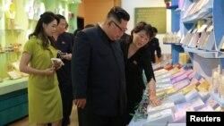 Lãnh tụ Triều Tiên Kim Jong Un thăm một nhà máy của nước này, tháng 6/2018