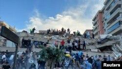 حکام کا کہنا ہے کہ ترکی کے مغربی شہر ازمیر کے ساحلی علاقے میں آنے والے زلزلے سے 25 افراد ہلاک ہوئے۔ جبکہ یونان کے جزیرے ساموس میں دیوار گرنے سے ایک لڑکا اور ایک لڑکی جان کی بازی ہار گئے۔