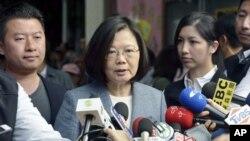 11月24日謀求台灣獨立的執政黨民主進步黨選舉大敗蔡英文承認敗選。