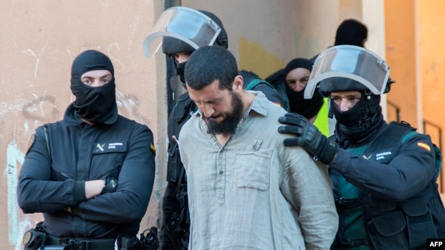 Spanish security forces arrest a suspected member of a jihadist cell Spain's north African territory of Melilla on May 30, 2014 following pre-dawn raids, the government said.