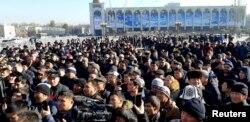 數百民眾1月17日聚集在吉爾吉斯斯坦首都的阿拉套廣場,呼籲政府驅逐中國非法移民