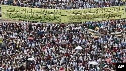 图为数万抗议者7月29日在开罗的解放广场聚集