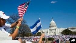 Más de 200.000 mil salvadoreños están amparados al TPS en EE.UU.