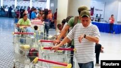 Los venezolanos enfrentan la mayor tasa de inflación del mundo y un elevado desempleo, pese a las riquezas petroleras.