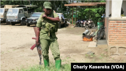 Une garde du parc des Virunga Nord-Kivu, RDC, 11 mai 2018. (VOA/Charly Kasereka)