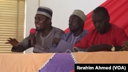 Danjuma Bello Sarki (L), a PDP regional youth leader, speaks at a VOA-sponsored town hall, along with other activists, discussing how to avoid a repeat of the devastating 2011 election riots, in Kaduna, Nigeria, Feb. 20, 2015.
