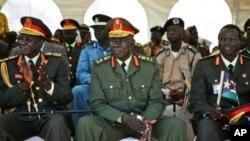 Des chefs de l'armée du Sud-Soudnan lors de la prestation de serment du président sud-soudanais Salva Kiir le 21 mai 2010, à Juba