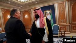 Ngoại trưởng Mỹ Mike Pompeo gặp Hoàng tử Ả Rập Xê Út Mohammed bin Salman, ngày 16/10/2018.