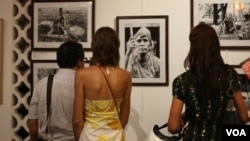Audiences view exhibited photos portraying the livelihood of indigenous people in Ratanakiri province.