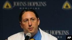 El doctor Dorry Segev dice que los trasplantes entre pacientes VIH positivo podrían significar una nueva posibilidad de vida.