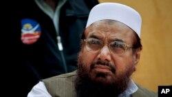 ທ້າວ Hafiz Saeed ຜູ້ກໍ່ຕັ້ງກຸ່ມ Lashkar-e-Taiba, ໄປຮ່ວມໃນພິທີນຶ່ງ ຢູ່ນະຄອນຫລວງ ອິສລາມາບັດ ຂອງປາກິສຖານ, ພາບຖ່າຍ ເມື່ອ ວັນທີ 11 ເມສາ 2011.