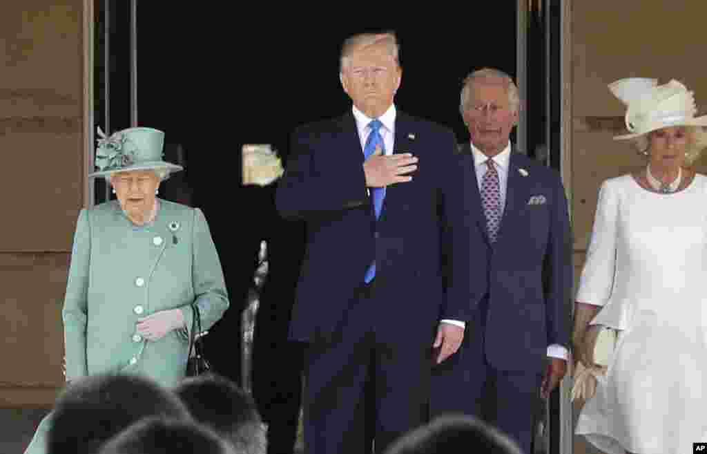 مراسم استقبال رسمی ملکه بریتانیا از پرزیدنت ترامپ و بانوی اول آمریکا در کاخ باکینگهام با حضور پرنس چارلز و همسرش کاملیا