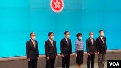 香港特首林郑月娥4月22日率领5名新任局长会见传媒 (美国之音/汤惠芸)