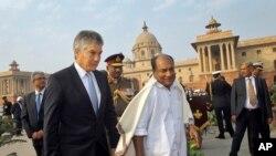 Bộ trưởng Quốc phòng Ấn Độ A.K. Antony và Bộ trưởng Quốc phòng Australia Stephen Smith tại New Delhi (tháng 12/2011)