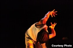 """A scene from """"Samedi Détente,"""" running January 14-17 at New York Public Theater. (Laura Fouqueré courtesy photo)"""