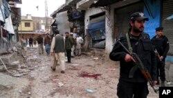 1일 파키스탄 한구의 자살폭탄 공격 현장.