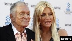 El creador y editor de la revista Playboy, se casó con la modelo Crystal Harris, quien en junio de 2011 lo dejó plantado antes de la ceremonia.