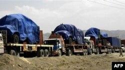 Các xe tải chở tiếp liệu cho lực lượng NATO tại thị trấn biên giới Chaman, Pakistan