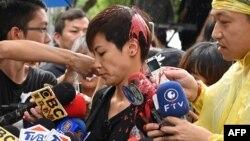"""何韻詩在日前出席""""929台港大遊行:撐港反極權""""遊行前接受媒體採訪時,遭到台灣統派人士潑灑紅漆。"""