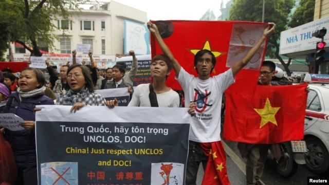 Biểu tình chống Trung Quốc tại Hà Nội, ngày 9/12/2012.