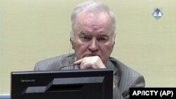 Arhiva - Ratko Mladić tokom suđenja (Foto: AP/ICTY
