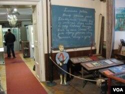 捷克人難忘過去遭受共產黨政權迫害歷史。布拉格的共產主義博物館。(美國之音白樺拍攝)