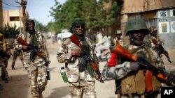 Binh sĩ Chad tuần tra đường phố ở Gao, phía bắc Mali, ngày 29/1/2013.