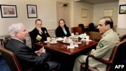 Tướng Kayani dự cuộc họp tại Ngũ Giác Đài với Bộ trưởng Quốc phòng Hoa Kỳ Robert Gates, Tham Mưu trưởng Liên quân, Đô đốc Mike Mullen, và Thứ trưởng Quốc phòng phụ trách các vấn đề về chính sách Michele Flournoy