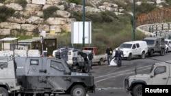 2016年3月14日以色列安全部队检查袭击现场。