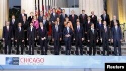 Foto oficial de unidad de la Cumbre de la OTAN en el estadio Soldier Field de Chicago.