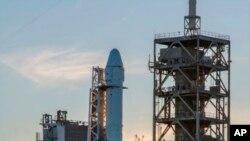 Este es el cohete Falcon 9 que debía despegar este sábado 18 de febrero de 2017.