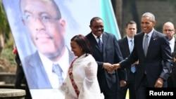 Američki predsednik se rukuje sa etiopskim premijerom u Adis Abebi, 27. jul 2015.