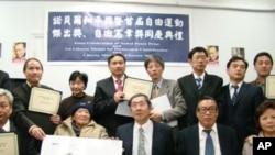 紐約民運人士慶祝劉曉波獲獎