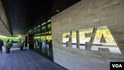 国际足联苏黎世总部大楼大门外的标徽