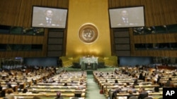 A wide view of the opening of the Millennium Development Goals (MDG) Summit, as Kasit Piroma (on screens), Minister for Foreign Affairs of Thailand, delivers remarks, in New York, 20 Sep 2010