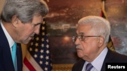 13일 요르단 암만에서 존 케리 미국 국무장관(왼쪽)과 마흐무드 압바스 팔레스타인자치정부 수반이 만났다.
