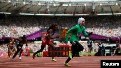 沙特女子運動員(右一)