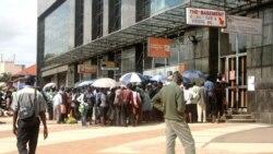 Crise força zimbabweanos a comprarem alimentos em Moçambique