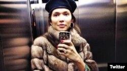 """Gulnora Karimova """"Twitter"""" orqali internetga qo'ygan suratlardan biri, 2013-yildan. Undan 2014-yilning boshidan beri darak yo'q"""