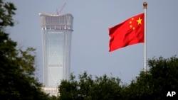 Arhiva, ilustracija - Zastava Kine nad skverom Tjenanmen u Pekingu