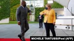 La chancelière allemande Angela Merkel accueille le président de la République démocratique du Congo, Felix Tshisekedi, à Berlin, le 27 août 2021.