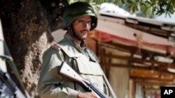 پشاور کے نزدیک مسلح افراد کے حملے میں دو پولیس اہل کار ہلاک